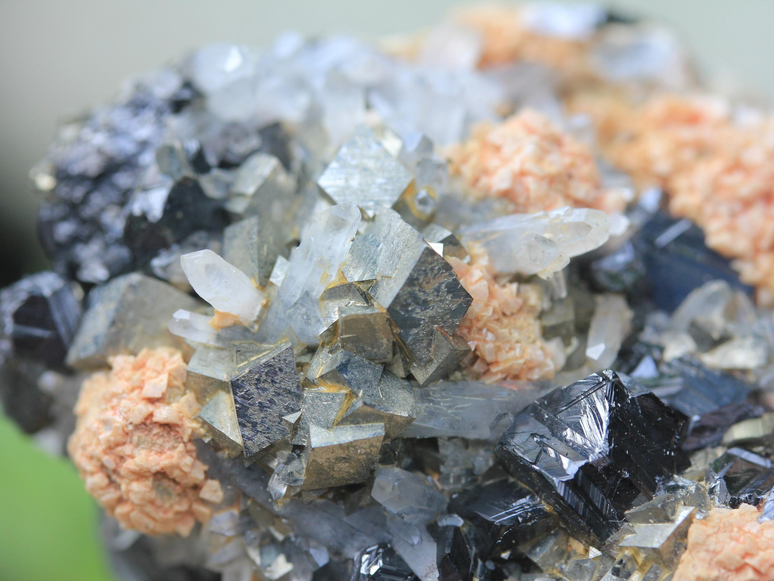 Arsenopyrite, sphalerite, rhodochrosite and quartz