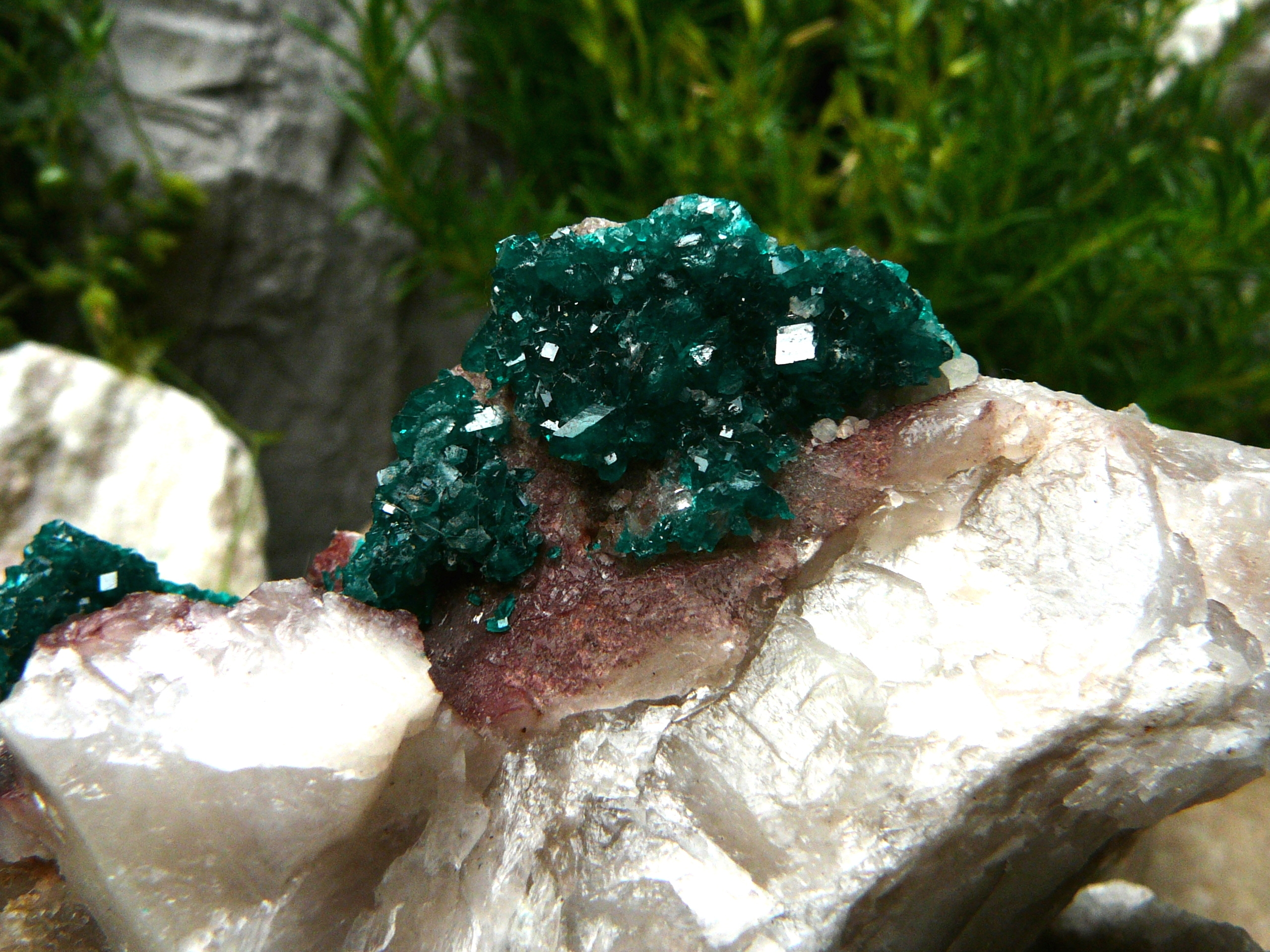 Emerald-green dioptase
