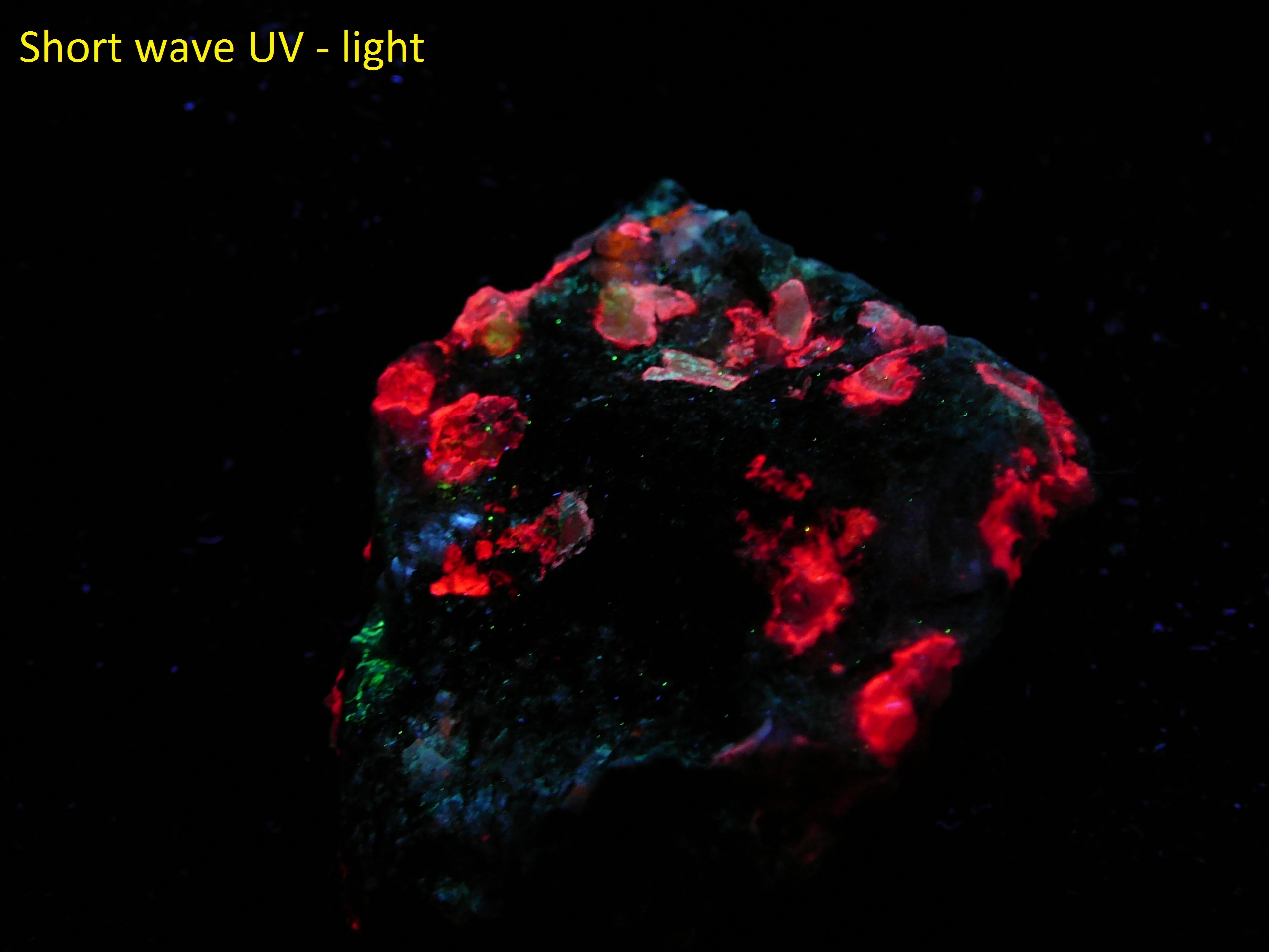 Fluorescent scapolite (rare location)