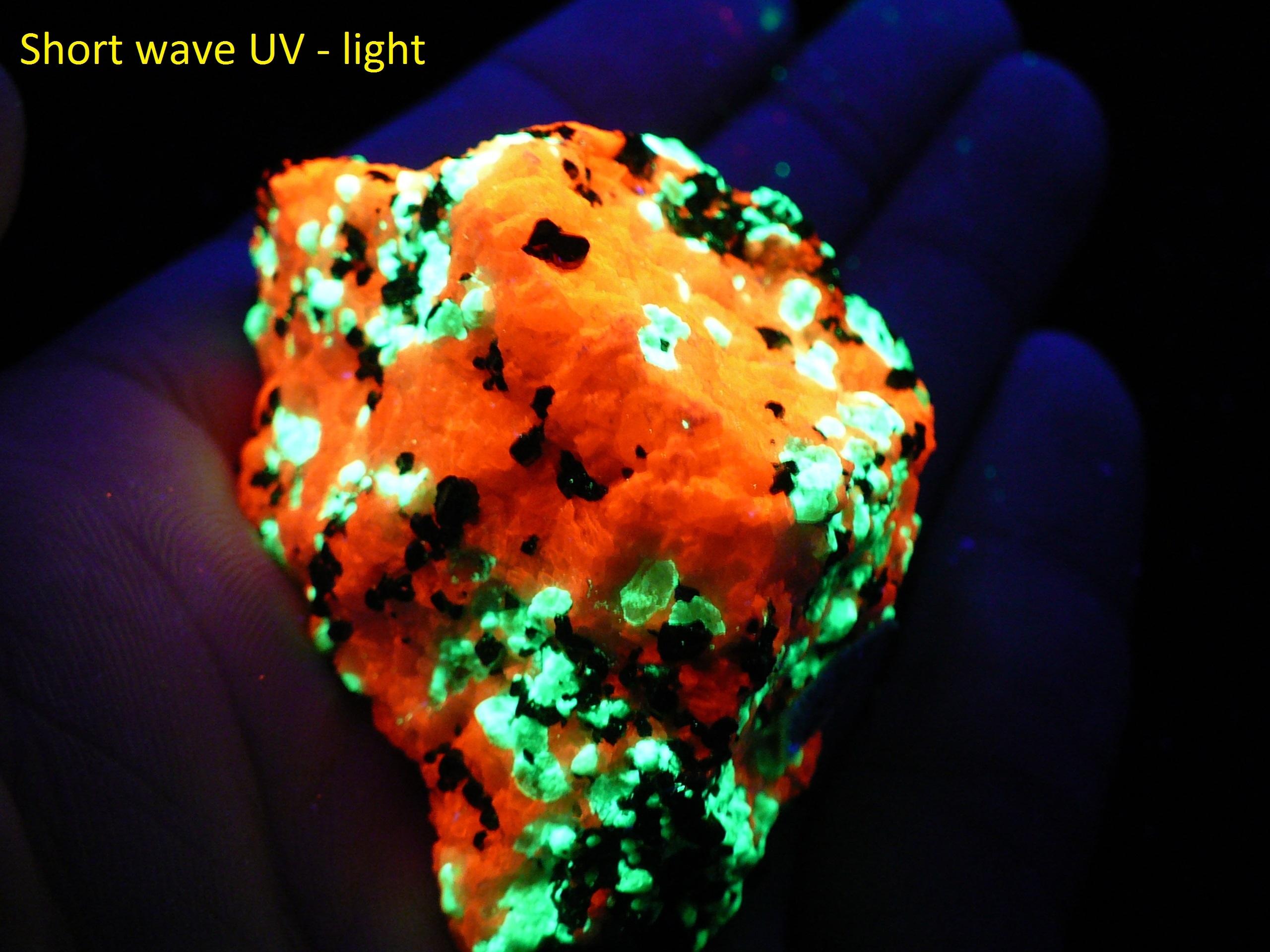 Fluorescent willemite, calcite and non-fluorescent franklini