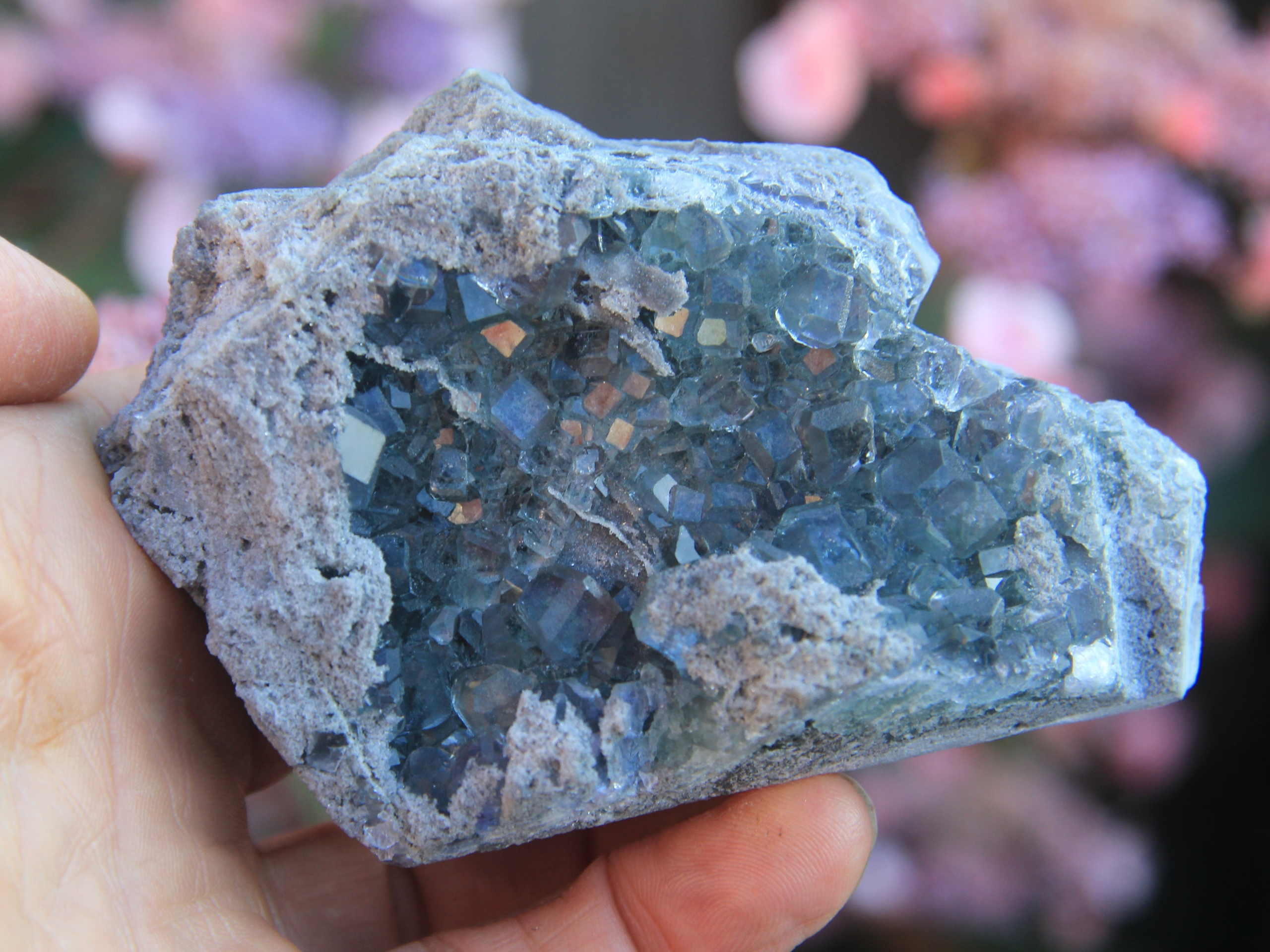 Light grey to blue fluorite