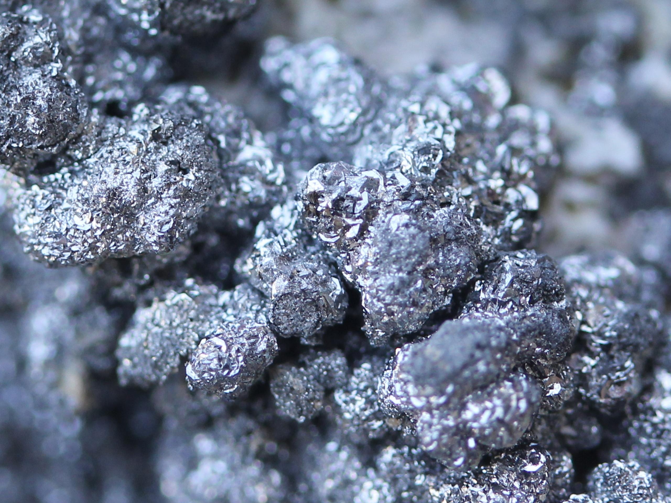 Nickelskutterudite and Safflorite