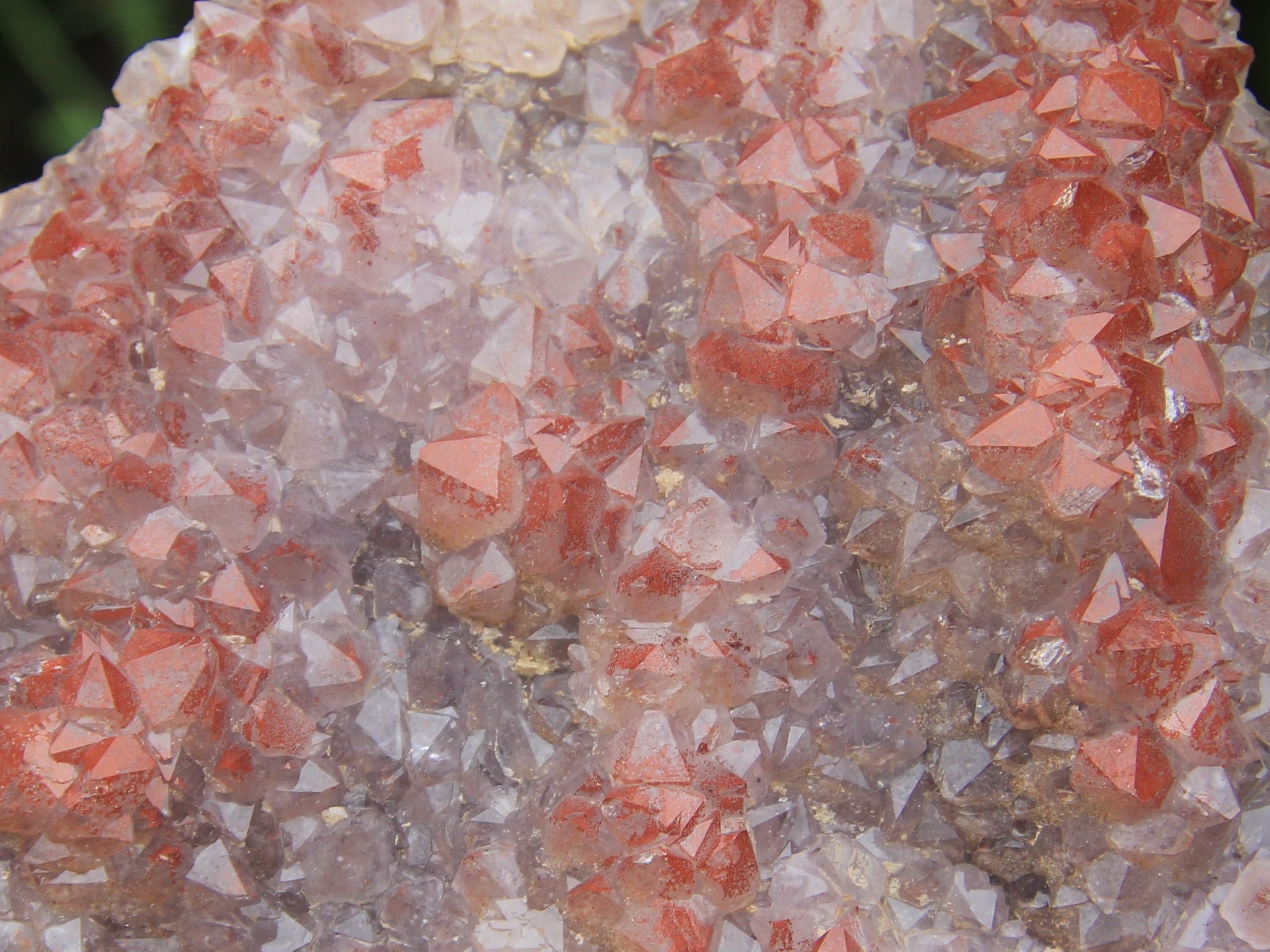 "Red ""eisenkiesel"" (red hemathite inclusions) in Amethyst"